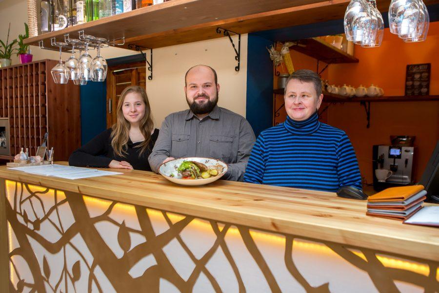 """Saaremaa kaheksa soovitatava söögikoha edetabelit juhib uustulnuk, restoran Mais. """"Väljanägemise poolest on Maisi toidud vahest kõige peenemad ja urbanistlikumad kogu Saaremaal,"""" teatab restoranide kvaliteeti hindava programmi Eesti Maitsed koduleht Maisi […]"""