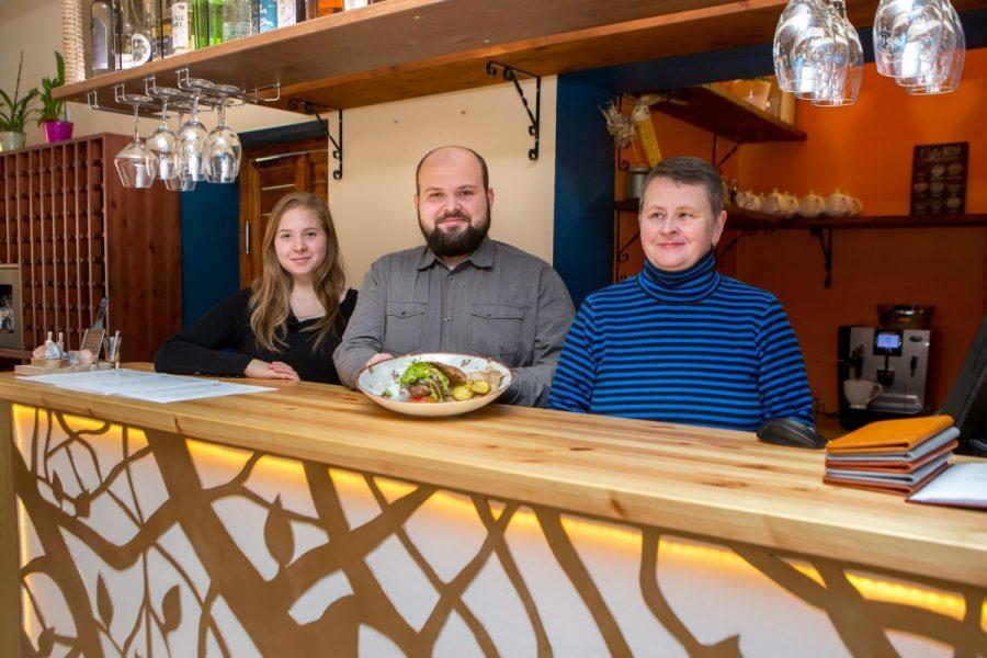 """Saare maakonna kaheksa soovitatava söögikoha edetabelit juhib uustulnuk, restoran Mais. """"Väljanägemise poolest on Maisi toidud vahest kõige peenemad ja urbanistlikumad kogu Saaremaal,"""" teatab restoranide kvaliteeti hindava programmi Eesti Maitsed koduleht […]"""