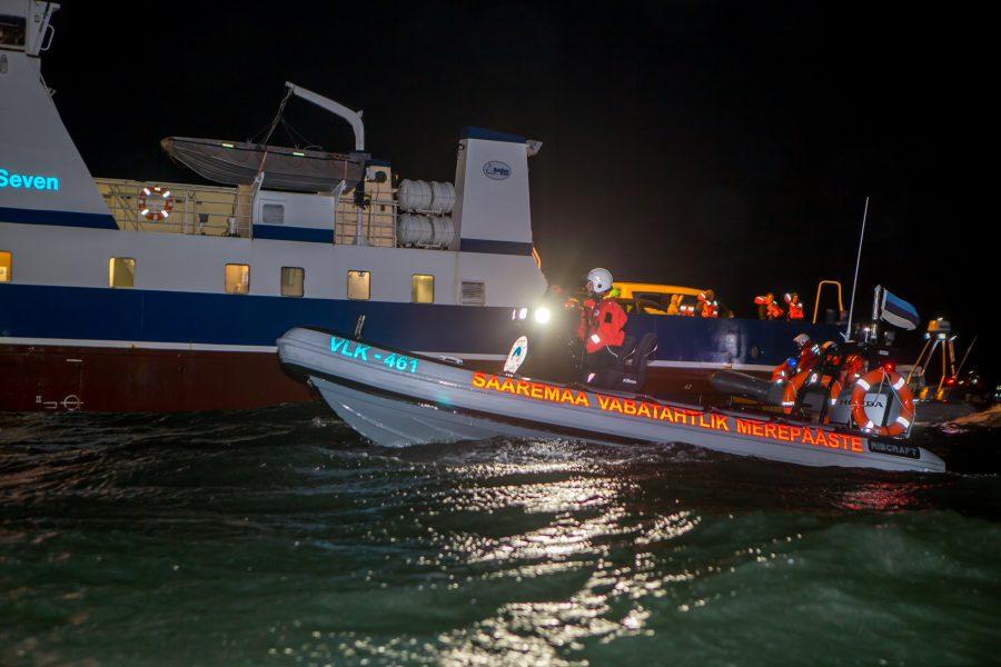 """Soela sadamas laupäeval toimunud merepäästeõppus Sügistorm sai ka väärilise ilma, mis jäi täpselt ohutuse piiri peale – ühtki ülesannet ära ei jäetud, kuid ilmaolud pakkusid osalejatele tõsist väljakutset. """"Saime tormieelse […]"""