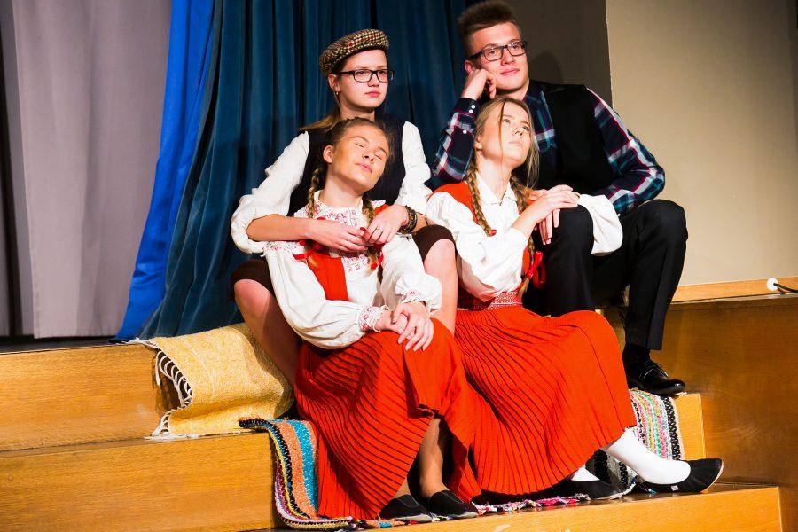 """Kuressaare gümnaasiumi Suure Teatriõhtu võitis 11.a klass etendusega «Üli lamp"""", mille aluseks olid Eduard Vilde """"Vigased pruudid"""" ja August Kitzbergi """"Tuulte pöörises"""". KG vilistlase, ERR-i videomonteerija Jako Jõgi sõnul jäi […]"""