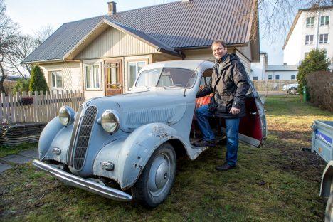 UUE OMANIKU OOTEL: Praegu Marek Vendelile kuuluv 1938. aasta BMW 321 ootab uut omanikku, kel tema jaoks rohkem mahti. MAANUS MASING