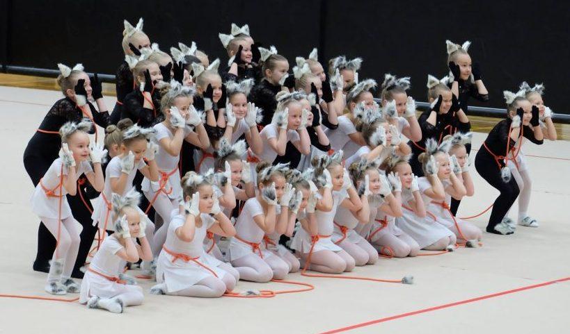 Eesti suurima võimlemisfestivali Gymnafest Põhja-Eesti eelvoorus oli arvukaimalt esindatud Saaremaa võimlemisklubi Pärl oma koondrühmaga, kuhu kuulus 43 pisikest võimlejat. Kokku esines üle Eesti eelvoorudes 1200 võimlejat. Võimlemisklubi Pärl Roosinuppude (vanemad) […]