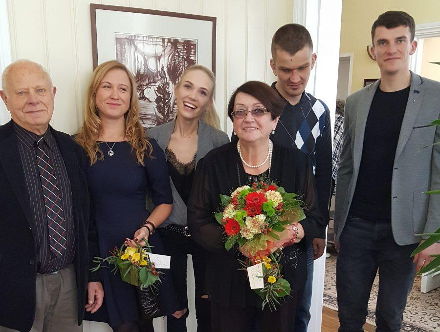 Vanurite eneseabi- ja nõustamisühing (VENÜ) koos vanavanemate fondiga tunnustas eile juba 11. aastat järjest Eesti tublimaid vanavanemaid. Tunnustus tuli ka Saaremaale Ellen ja Elmar Laesile. Ellen ja Elmar on vanemate […]