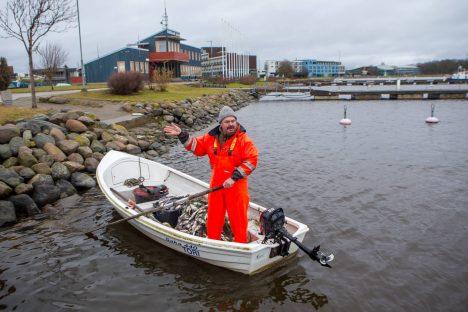 OOTAMATU LEID: Uppunu leidis oma võrke vaatamas käinud kalur Kaido Tiit. MAANUS MASING