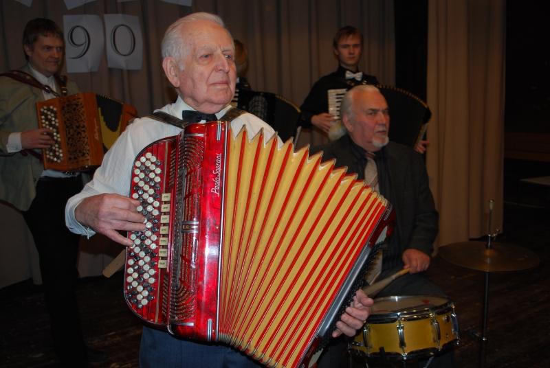 Saaremaal sündinud, ent suure osa oma elust Pärnus elanud Henno Sepp on üks Pärnu saarlaste seltsingu asutajatest. Pea igale pärnakale tuttav Henno Sepp on sündinud Mustjala vallas Küdemal. Oma 94. […]