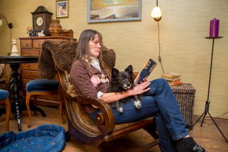 ARMASTAB LUGEDA: Doris Peucker on raamatuid heameelega lugenud lapsepõlvest saati. MAANUS MASING