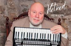 """Akordionist Rein Ornil ilmus akordionimuusika plaat """"Hetked""""! Plaadile on salvestatud eriilmeline muusika, mis esitatud mõnusas, traditsioonilises laadis, kirjeldab oma värsket helikonservi Rein Orn ise. Plaadile jäädvustatud muusikalise mõttemaailma teeb eriliseks […]"""
