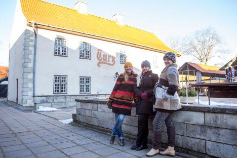 LOOMEMAJA OOTUSES: Loomemaja üritavad käima tõmmata Kristi Kiil, Relika Metsallik-Koppel ja Maris Rebel. MAANUS MASING