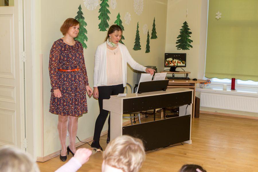 Kallemäe kooli Kuressaare filiaali eilsel kontserdil kõlasid jõululaulud digitaalse klaveri saatel, mille kinkis koolile LC Kuressaare. Nii muusikaõpetaja ja muusikaterapeut Kerli Remmelga kui ka klassiõpetaja Annika Pihli kinnitusel on digitaalne […]